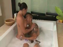 Massage enjoying asian nympho gives attractive bj