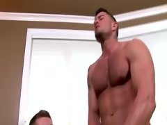 Hunky muscle man Cody Cummings gets stroked off