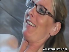 Lewd amateur Mum licks and bangs with cumshot on muff