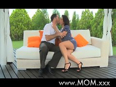 Mamma Dark haired Cougar gets some enjoying
