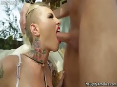 Randy nympho Christy Mack deepthroats the whole thing