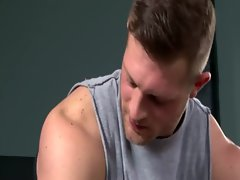 Bottom stud works his gay muscle during his work out