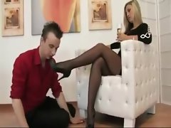 Foot_mistress_dom_nylons