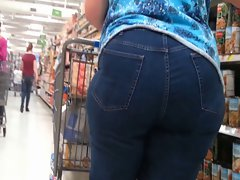 Big Naughty butt Light-haired Cougar - Narrow Jeans - Candid