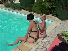 2 housewifes banging near the pool