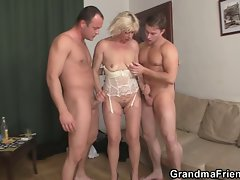 Attractive 3some banging with older vixen