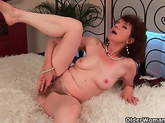 Experienced mama with very hairy crotch and armpits shagged deep