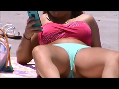 quick beach crotch shot 35,, cameltoe broad open