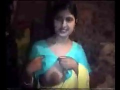 Northindian Aunty expose her Knockers to Neighbor