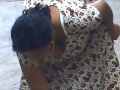 Sensual indian bhabhi downblouse