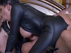 Romi Rain caught by three lovelaces who wanted to know her closer