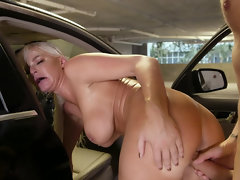 Parking garage quickie in the car with a gorgeous milf