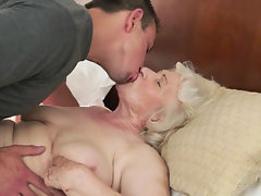A granny with a fat body is feeling a cock in her wet pussy